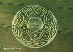 Crop Circle Season 2009 : June - Shattering The Matrix (plain circle evolved into this) Crop Circles, Aliens And Ufos, Ancient Aliens, Circle Art, Circle Design, Ancient Mysteries, Ancient Artifacts, Alien Art, Flower Of Life