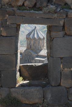 kleine Kirche in der Nähe der Burgruine Amberd/Armenien
