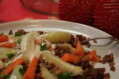 Riso rosso con carote, finocchio e noci dell'Amazzonia