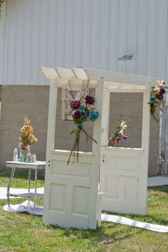 My father built this arbor for me for my vintage wedding this summer.  I debated posting it because I wanted to keep it as one of a kind...but what join is having it if you cant share it.  So those of you looking for a fantastic arbor for you garden, front yard, or wedding, I hope that you enjoy it as much as I have!!!