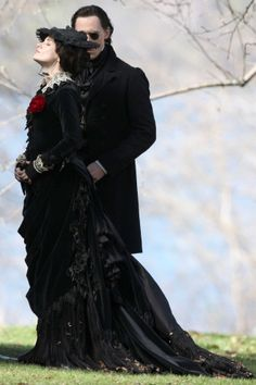 Tom Hiddleston and Jessica Chastain film scenes for Guillermo del Toro's new movie 'Crimson Peak' on May 2014 [HQ]<< This literally sums up Thomas and Lucille's relationship Jessica Chastain, Victorian Goth, Victorian Fashion, Gothic Fashion, Victorian Dresses, Fashion Black, Steampunk Fashion, Creamson Peak, Crimson Peak Movie