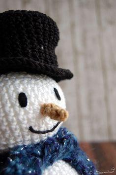 Anleitung kostenlos Schneemann häkeln Crochet Snowman, Knit Patterns, Afghan Patterns, Amigurumi Patterns, Christmas Tree Ornaments, Handicraft, Puppets, Free Pattern, Crochet Hats