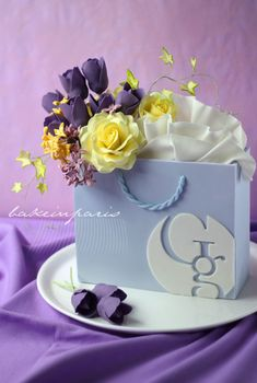 T landed a birthday cake order, for his company who runs a stylish shopping center in Bangkok. He was very excited about it as he was in. Bolo Floral, Floral Cake, Fondant Cakes, Cupcake Cakes, 3d Cakes, Fondant Bow, Fondant Tutorial, Fondant Flowers, Fondant Figures