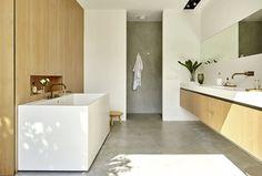 Baño diseñado por el estudio 70F Architecture. Grifería Vola
