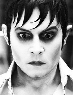 <3 dark shadows Johnny Depp Vampire