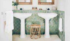 Green bathroom: complete guide to decorate this little corner - Home Fashion Trend Neutral Bathroom, Brown Bathroom, Creative Area, Paris Decor, Italian Villa, Bathroom Trends, Retro Home Decor, Art Deco, Sink