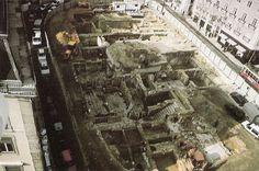 As ruínas do Palácio Marialva, destruído pelo terramoto de 1755.   Actualmente é a Praça Luis de Camões. Portugal, Lisbon, City Photo, Black And White, Places, Nostalgia, 17th Century, World, Past