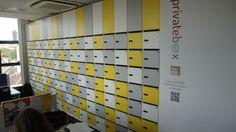 Znajdują się tutaj skrytki, w których umieszczane są przesyłki oraz poczta podczas nieobecności wynajmującego.