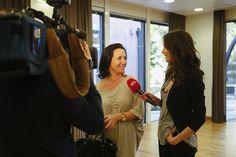 Sofia Nicholson a ser entrevistada por Cláudia Borges para o Fama Show da SIC