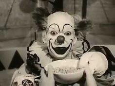 A Creepy Cereal Commercial Starring Krinkles the Clown Gruseliger Clown, Creepy Clown, Vintage Clown, Vintage Tv, Creepy Gif, Send In The Clowns, Clowning Around, Tv Commercials, Vintage Advertisements