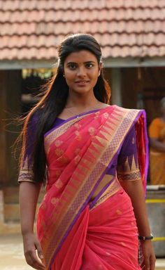 Aishwarya Rajesh is an Indian film actress who has appeared in leading roles primarily in Tamil cinema as well as Telugu and Malayalam films Indian Actress Hot Pics, South Indian Actress, Indian Actresses, Beautiful Girl Indian, Beautiful Indian Actress, Gorgeous Women, Actress Priyanka Chopra, Stylish Mens Outfits, Saree Look