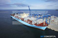 Największy kontenerowiec Maersk McKinney Moeller w Gdańsku.