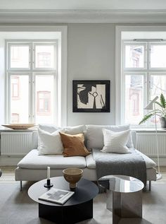 A cozy home with greige walls Minimalist Living Room Cozy greige Home walls My Living Room, Home And Living, Living Room Decor, Living Spaces, Home Interior Design, Interior Decorating, Decoration Table, Living Room Inspiration, Cozy House
