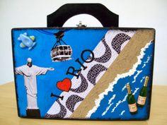 Maleta Cofre, em MDF, com tranca, decorada com o tema Rio de Janeiro, by Renata Sousa. Encontre-a em www.ikerapresentes.elo7.com.br
