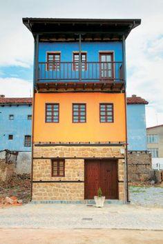 """Εδεσσα - Το """"Μάντσεστερ της Ελλάδας"""": Η παραμυθένια πόλη με τα ποτάμια, τους καταρράκτες και τα ομορφότερα παλιά σπίτια!"""