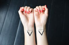 Minimalist Triangles Temporary Tattoo Set of 2 di WonderInks