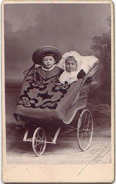 Chidren in the Pram – Baby Supplies Vintage Children Photos, Vintage Pictures, Old Pictures, Vintage Images, Old Photos, Vintage Stroller, Vintage Pram, Pram Stroller, Baby Strollers