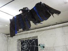 Eine Krähe aus Klebeband Tape Art, Darth Vader, Character, Duct Tape, Lettering