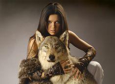 woman and wolf Wolf Love, She Wolf, Wolf Girl, Wolf Spirit, Spirit Animal, Earth Spirit, Beautiful Creatures, Animals Beautiful, Pretty Animals