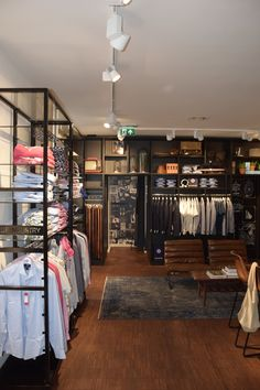 Blue Industry store / Den Bosch  design & styling by RETAILSTYLING+