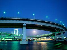 Rainbow Bridge links Odaiba and Tokyo