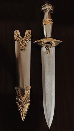 Fantasy Dagger, Fantasy Weapons, Pretty Knives, Cool Knives, Swords And Daggers, Knives And Swords, Princess Aesthetic, Character Aesthetic, Knife Aesthetic
