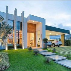 When you choose modern house plans as the basis for the design of your home, you veer off from the overt use of traditional styles that seem to be promi… Modern Exterior, Exterior Design, Design Interior, Dream House Exterior, Facade House, House Goals, Modern House Design, Future House, Beautiful Homes
