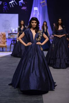 fbebb0cb7c Manish Malhotra presented a spectacular show with a sophisticated gentlemen  look along with some glitter and
