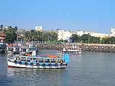 http://www.world-guides.com/images/mumbai/mumbai_harbour.jpg