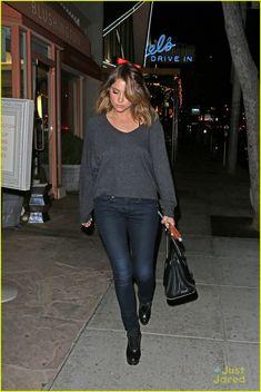 7a19f2e5abf175 Ashley Benson et son look chic en jean.   Casual   Pinterest ...