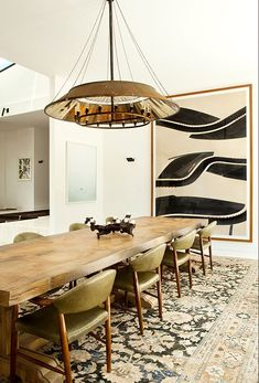 Dining room inspiration: Let's get inspired by the most dazzling mid-century dining room that is going to elevate your interior design. Eclectic Modern, Mid-century Modern, Modern Interiors, Contemporary Style, Contemporary Kitchens, Modern Table, Modern Rugs, Modern Chairs, Style At Home