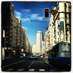 Y así pasaba la vida por la Gran Vía. Madrid.