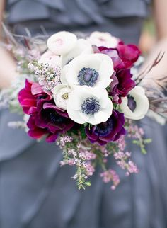 20 Beautiful Winter Wedding Bouquets - Inspired By This