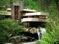 """La casa sulla cascata. Una delle opere di Frank Lloyd Wrigh, frutto della sua """"Architettura organica"""" #designers #architetti #worldarchitetects http://www.arredamento.it/articoli/articolo/stile-e-tendenze/2583/frank-lloyd-wright-architettura-organica.html"""