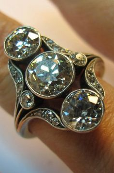 Estate Diamond Ring, gold and platinum, early 20th century, with 3 old cut diamonds