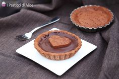Cocoa Shortcrust Pastry is a basic recipe in pastry making. This is used to make either simple biscuits or stuffed ones, tarts and many other delicacies. Alice, Basic Recipe, Shortcrust Pastry, Cacao, Tarts, Biscuits, Menu, Desserts, Recipes