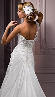 No matter what kind of wedding dress I have, I really want a lace-up back.