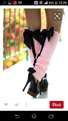 No Pattern Paris Afternoon Leg Warmers .Looks easy to crochet.I like them for my baby with a matching crochet hat with a big black bow. Boot Cuffs, Boot Socks, Pink Fashion, French Fashion, Emo Fashion, Fashion Black, Hot Heels, Pumps Heels, Crochet Leg Warmers