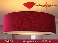 Hier unsere Loungeleuchte CARDA Ø 70 cm Pendellampe mit Diffusor, Baldachin und Beleuchtung! Klassik in Bordeaux : Die Pendelleuchte CARDA bringt eine elegante und warme Atmosphäre in den Raum.