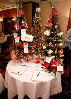 A Taste of Home Tree (right) by Kathy's House. Child's Craft Tree (left) Holiday Sweet Treats Tree (in back) by Knight-Barry Title Taste Of Home, Knight, Sweet Treats, Crafts For Kids, Trees, Table Decorations, Holiday, House, Crafts For Children