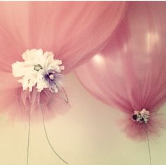 I always thought balloons were tacky for anything other then a child's birthday party. This decoration is easy, inexpensive and a beautiful touch for any event. Inflate balloons, cover with tulle, tie at bottom with flowers. Tulle Balloons, Wedding Balloons, White Balloons, Large Balloons, Balloon Balloon, Balloon Flowers, Tulle Flowers, Bridal Shower Ballons, Tulle Baby Shower