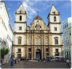 Igreja de São Francisco de Assis, no Centro Histórico de Salvador, capital do estado da Bahia, Brasil. A primeira Igreja de São Francisco em Salvador, começou a ser construída em 1587, pelo frei Antônio da Ilha. Era uma pequena e modesta capela.