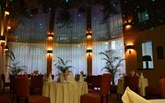 Iluminación con fibra óptica y techos estrellados Istanbul, Curtains, Ceilings, Instagram, Home Decor, Fiber, Ceiling Stars, Under The Stars, Modern Interior Decorating