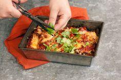 Vågar du trotsa tacos-traditionen? Enchiladas är enkelt och går snabb att göra, du kommer inte få nog av den oemotståndligt goda bönröran!
