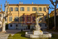 #RentVillaAtLakeComo Shores for #LuxuryVacation - Villa Voltiana