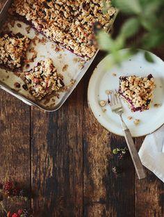 blackberry hazelnut crumble bars