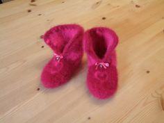 Tøfler med bjeller Needlework, Blogging, Slippers, Knitting, Crochet, Fashion, Embroidery, Moda, Sewing
