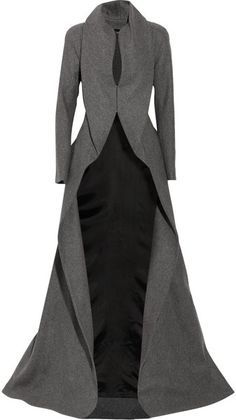 ALEXANDER MCQUEEN ENGLAND Draping Wool and Cashmere-blend Coat I love this wraith-cowl of a coat. the fabric looks sumptuous, and it has an 'evil queen in the city' air. Mode Chic, Mode Style, High Fashion, Winter Fashion, Womens Fashion, Unique Fashion, Fashion Coat, Work Fashion, Fashion Ideas