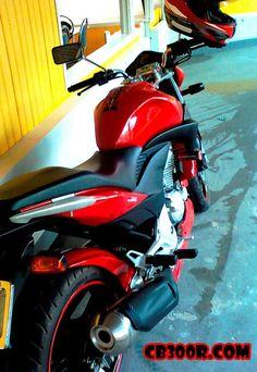 Vermelha com sliders Moto Honda Cb 300, Sliders, Rally, Public, Motorcycle, Vehicles, Top, Volvo Trucks, Street Bikes