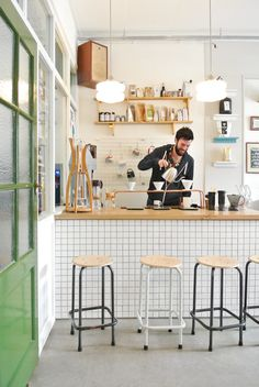 Coffeebar Koffie Leute in Utrecht. Bar Restaurant, Restaurant Design, Modern Restaurant, Cafe Interior Design, Cafe Design, Deco Cafe, Design Café, Design Ideas, Kitchen Pantry Design